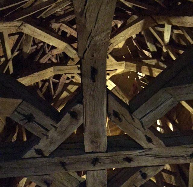 houten constructie van de toren