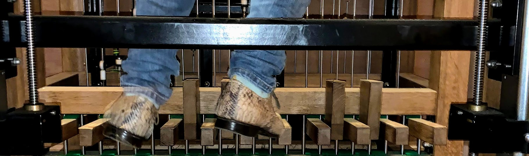 voetpedalen op stokkenklavier